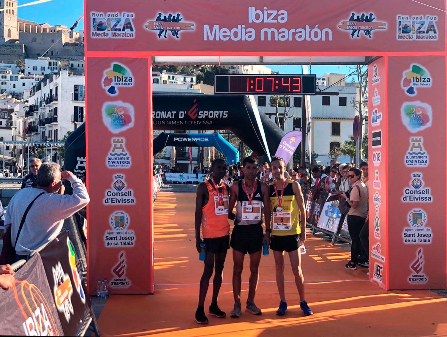 El Marroquí Bakari Khamis Y La Keníata Beatrice Cherono Ganan La Séptima Edición De La Ibiza Media Maratón 2019